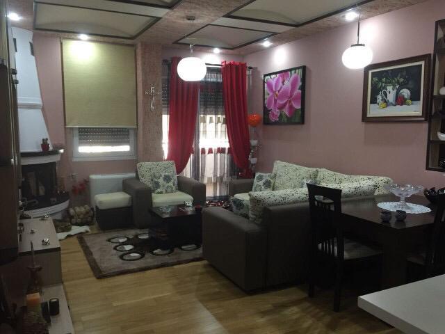 Jepet me qera apartament 2+1 ne rr. Shyqyri Brari, Tirane.