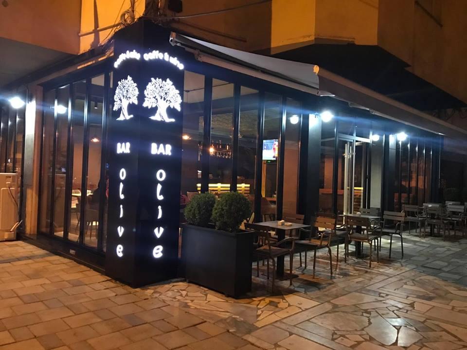 Shitet ambient bar-kafe prane Komunes se Parisit,Tirane.