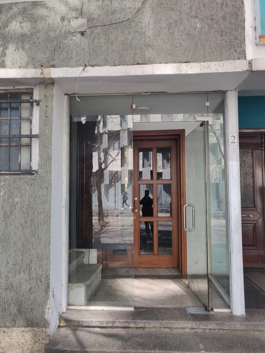 Jepet me qera nje ambient komercial prane Torre Drinit, Tirane.