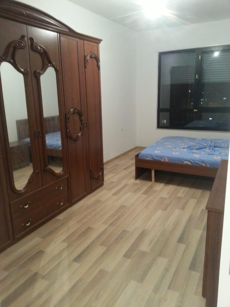 Jepet me qera apartament 2+1 prane Farmacise 10, Tirane.