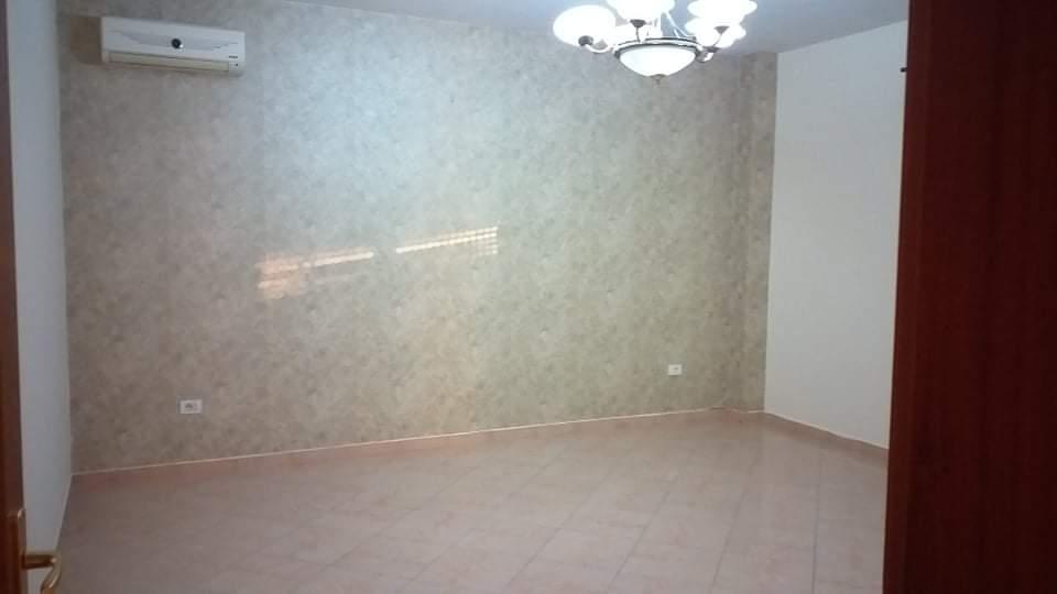 Jepet apartament 3+1 me qera ne rr.Bogdani, Tirane.