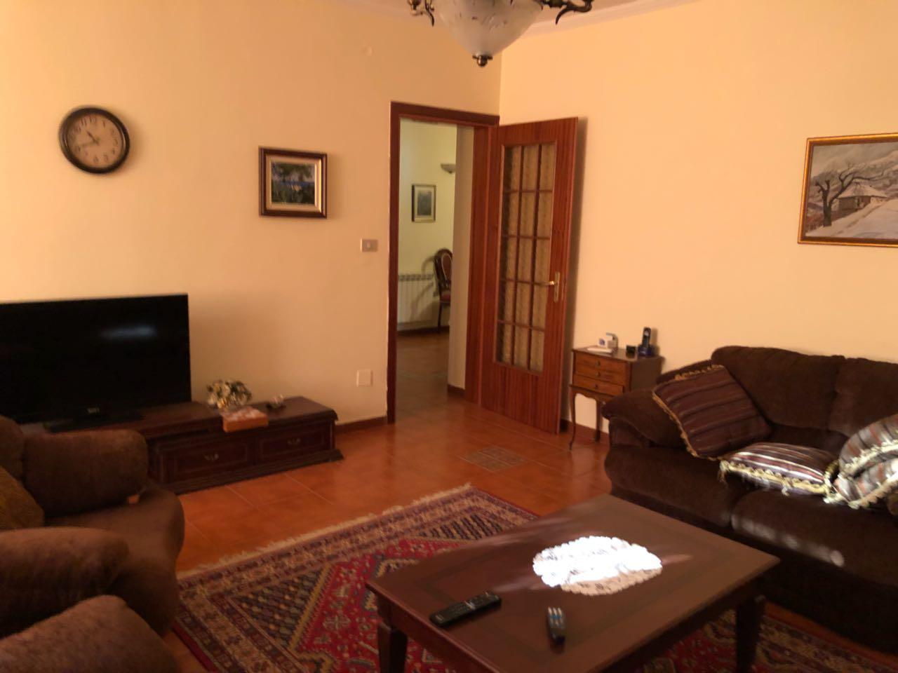 Jepet me qera apartament 3+1 prane rr. se Kavajes, Tirane.