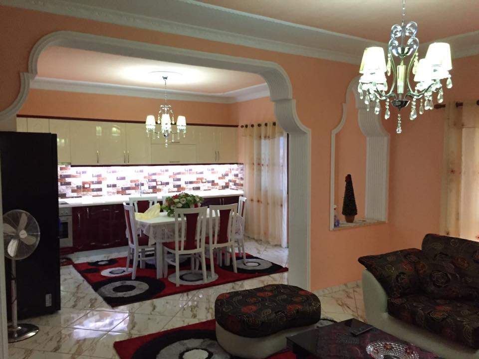 Jepet me qera kati i 4 i nje vile ne zonen e rezidences amerikane, Tirane.
