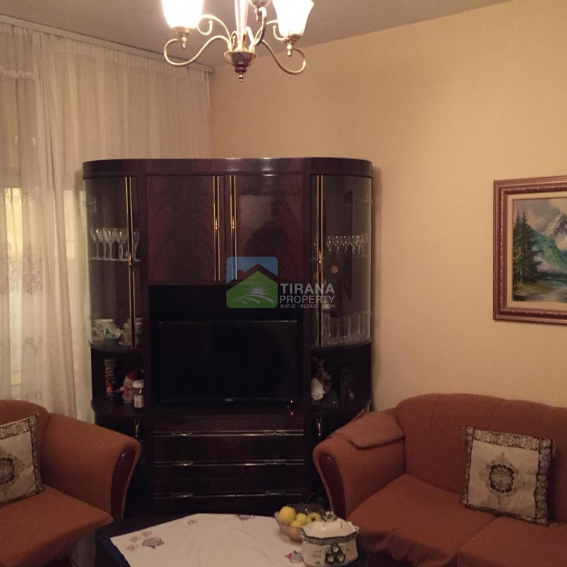 "Shitet apartament 1+1 ne rr. ""Hoxha Tahsin"", Tirane."